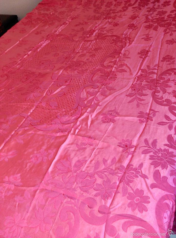 Antigüedades: Colcha antigua raso damasco rosa fresa - Foto 6 - 55365220