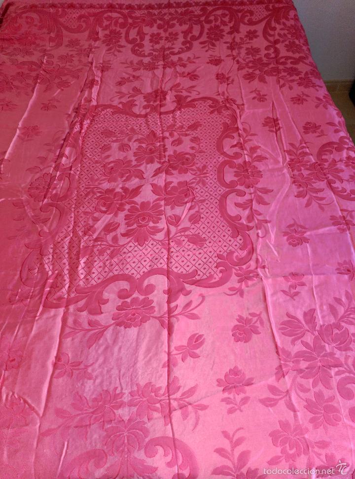 Antigüedades: Colcha antigua raso damasco rosa fresa - Foto 7 - 55365220