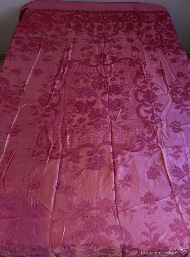 Antigüedades: Colcha antigua raso damasco rosa fresa - Foto 8 - 55365220