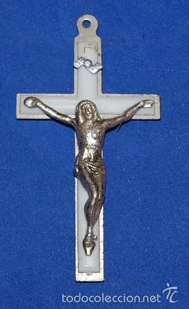 CRUZ PECTORAL DE METAL PLATEADA (Antigüedades - Religiosas - Crucifijos Antiguos)
