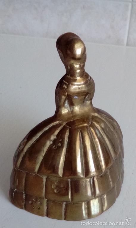 Antigüedades: ANTIGUA CAMPANILLA CAMPANA DE MANO EN BRONCE MACIZO FIGURA DE UNA MUJER DE EPOCA CON BOLSO - Foto 2 - 55395174