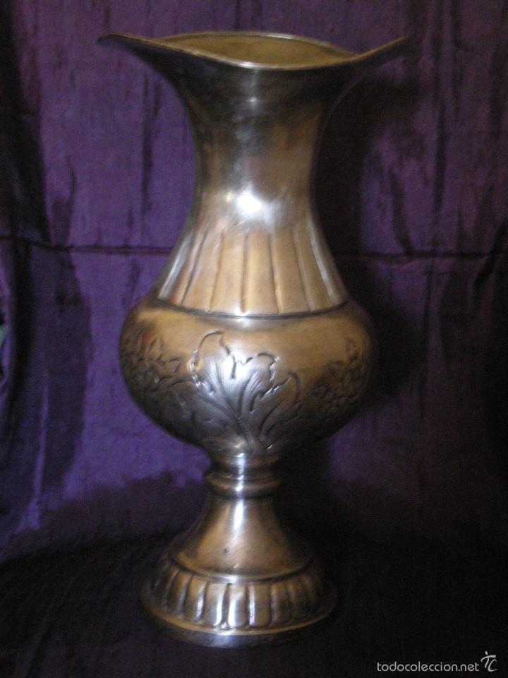 MAGNIFICO JARRON BOMBEADO Y CINCELADO CON BAÑO DE PLATA (Antigüedades - Platería - Bañado en Plata Antiguo)