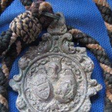 Antigüedades: SEMANA SANTA SEVILLA - ANTIGUA MEDALLA CON CORDON DE LA HERMANDAD DE SANTA GENOVEVA - COMO SE VE. Lote 55569846