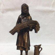 Antigüedades: ANTIGÜA FIGURA EN BRONCE CAMPESINA. Lote 55570013