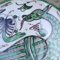 Antigüedades: ORIGINAL PLATO DE CERÁMICA - TERUEL - FIRMADO DOMINGO PUNTER - DRAGÓN - INICIALES EN LA BASE. Lote 55571736