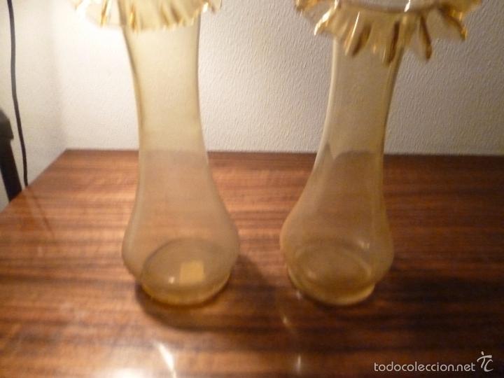 Antigüedades: dos jarrones de cristal amarillo - Foto 2 - 55664106