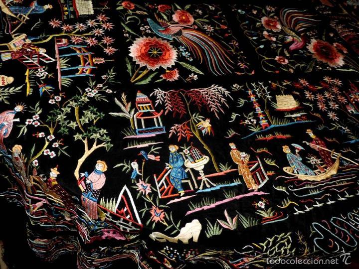Antigüedades: EXCEPCIONAL MANTON DE MANILA FILIPINAS BORDADO CON FLORES, CHINOS Y PAJAROS, MIDE 143 X 143 CMS. SI - Foto 6 - 52728247