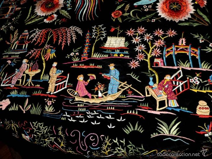 Antigüedades: EXCEPCIONAL MANTON DE MANILA FILIPINAS BORDADO CON FLORES, CHINOS Y PAJAROS, MIDE 143 X 143 CMS. SI - Foto 8 - 52728247
