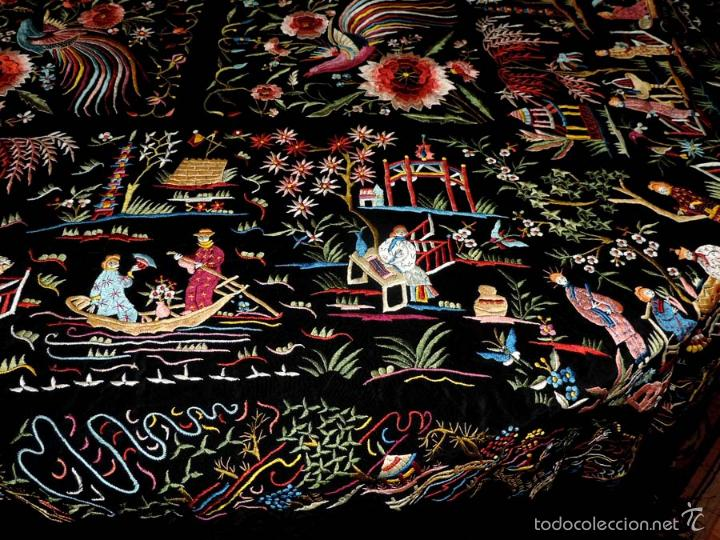 Antigüedades: EXCEPCIONAL MANTON DE MANILA FILIPINAS BORDADO CON FLORES, CHINOS Y PAJAROS, MIDE 143 X 143 CMS. SI - Foto 9 - 52728247