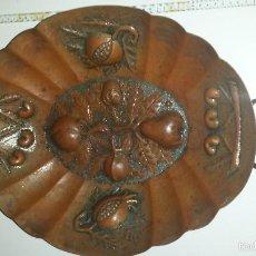 Antigüedades: BANDEJA COBRE CON FIRMA. Lote 55690409