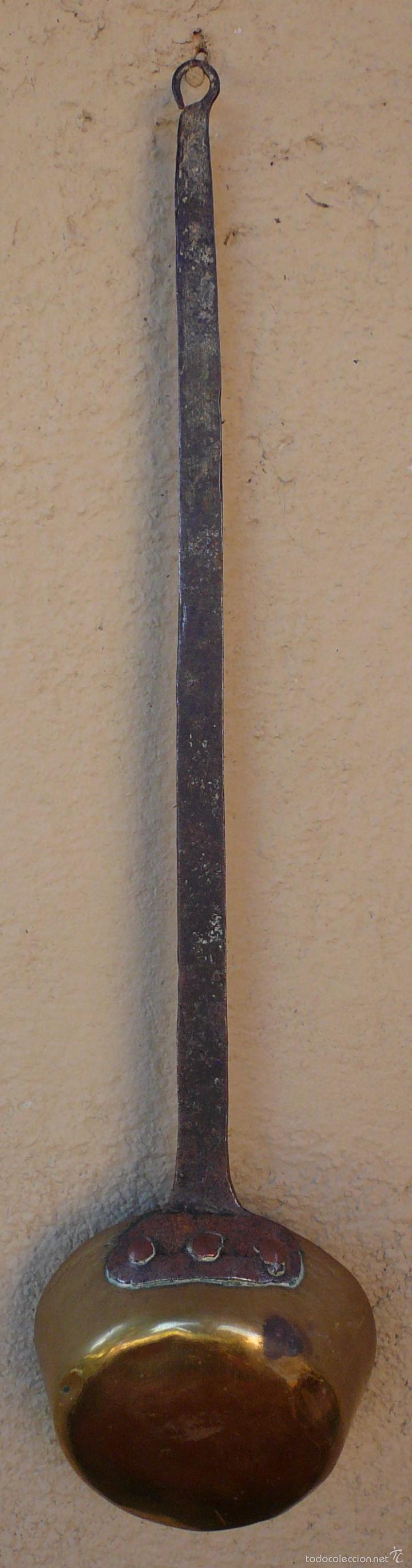 CAZO DE COBRE CON MANGO FORJADO EN HIERRO. LARGO 48,5 CMS DIAM 11,5 CMS PROFUND 5 CMS (Antigüedades - Técnicas - Rústicas - Utensilios del Hogar)
