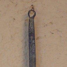 Antigüedades: CAZO DE COBRE CON MANGO FORJADO EN HIERRO. LARGO 48,5 CMS DIAM 11,5 CMS PROFUND 5 CMS. Lote 55691110