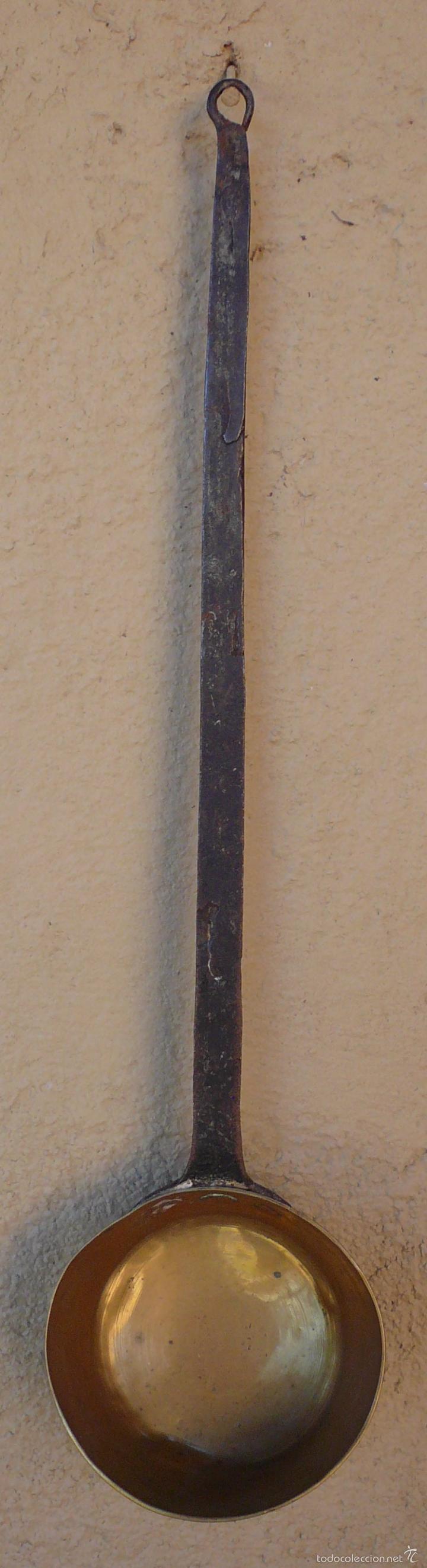 Antigüedades: CAZO DE COBRE CON MANGO FORJADO EN HIERRO. LARGO 48,5 CMS DIAM 11,5 CMS PROFUND 5 CMS - Foto 3 - 55691110