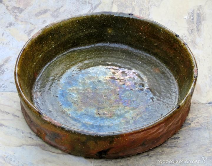 Antigüedades: CAZUELA DE BARRO VITRIFICADO - PRECIOSO TONOS VERDOSOS CON BONITOS REFLEJOS - RECIPIENTE HORNO - Foto 2 - 55692981
