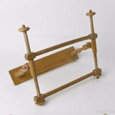 Antigüedades: ANTIGUO BASTIDOR DE COSTURA, MADERA TORNEADA. Lote 55695011