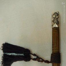 Antigüedades: BASTÓN MODERNISTA. MANGO DE PLATA. PARECE UN BASTÓN DE MANDO.. Lote 55779229