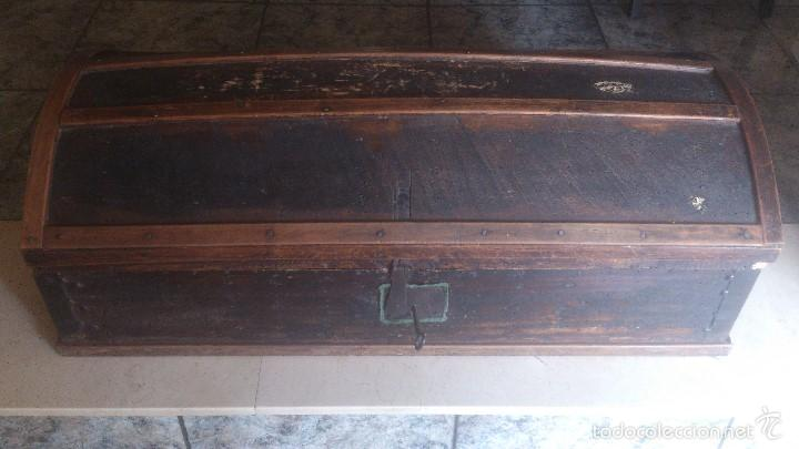 ANTIGUO BAUL CON CERRADURA Y LLAVE FUNCIONANDO, SIGLO XVIII - XIX . (Antigüedades - Muebles Antiguos - Baúles Antiguos)