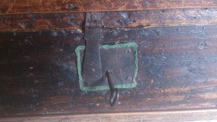 Antigüedades: ANTIGUO BAUL CON CERRADURA Y LLAVE FUNCIONANDO, SIGLO XVIII - XIX . - Foto 2 - 55788518