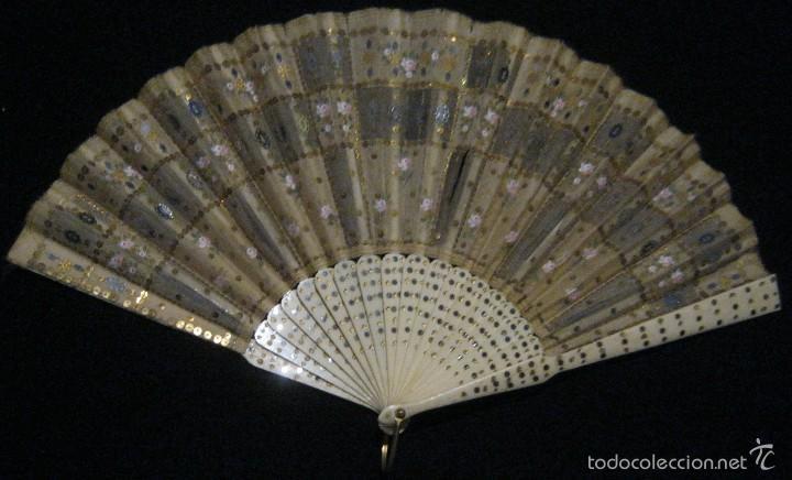 ANTIGUO ABANICO SEDA DECORADA Y VARILLAS DE HUESO S.. XIX (Antigüedades - Moda - Abanicos Antiguos)