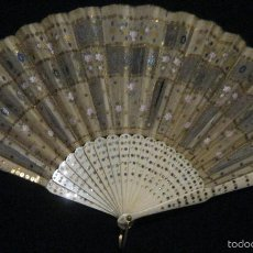 Antigüedades: ANTIGUO ABANICO SEDA DECORADA Y VARILLAS DE HUESO S.. XIX. Lote 55816499