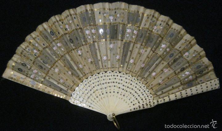 Antigüedades: ANTIGUO ABANICO SEDA DECORADA Y VARILLAS DE HUESO S.. XIX - Foto 4 - 55816499