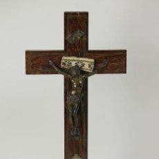 Antigüedades: CRISTO CRUCIFICADO EN METAL. CRUZ EN MADERA DE PALISANDRO. SIGLO XX. . Lote 55824506