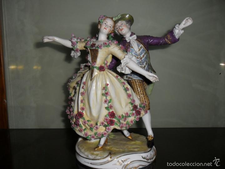 PRECIOSA FIGURA DE BAILARINES CON SELLO (Antigüedades - Porcelana y Cerámica - Francesa - Limoges)