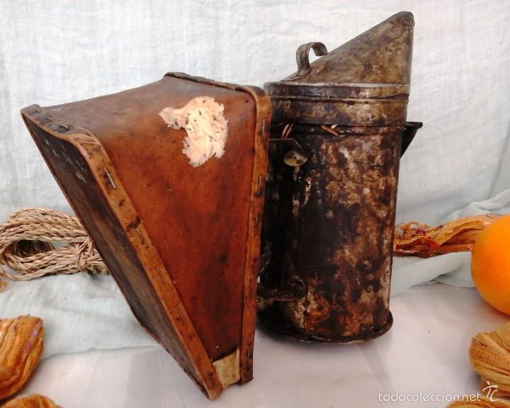Antigüedades: AHUMADOR MUY VIEJITO. UTILIZADO EN APICULTURA PARA TRANQUILIZAR A LAS ABEJAS: - Foto 3 - 55889973
