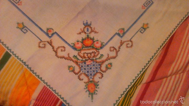 Antigüedades: Antiguo mantel de algodón completamente bordado a mano,muy elaborado.Años 20/30 - Foto 3 - 55890100