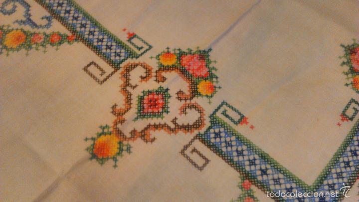 Antigüedades: Antiguo mantel de algodón completamente bordado a mano,muy elaborado.Años 20/30 - Foto 5 - 55890100