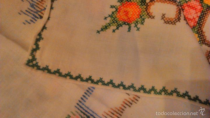 Antigüedades: Antiguo mantel de algodón completamente bordado a mano,muy elaborado.Años 20/30 - Foto 6 - 55890100