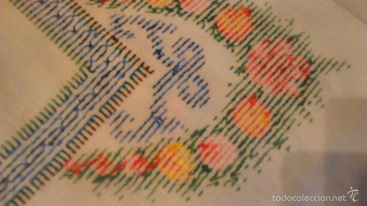 Antigüedades: Antiguo mantel de algodón completamente bordado a mano,muy elaborado.Años 20/30 - Foto 7 - 55890100