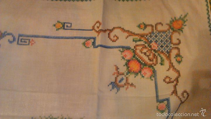 Antigüedades: Antiguo mantel de algodón completamente bordado a mano,muy elaborado.Años 20/30 - Foto 9 - 55890100