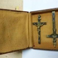 Antigüedades: 2 CRUCIFIJO EN CRUZ PECTORAL CON CRISTO EN METAL, CALAVERA A LOS PIES. Lote 55901511