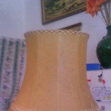 Antigüedades: ANTIGUA PANTALLA DE LAMPARA DE PIE,HECHA DE PIEL INTERIOR DE ANIMAL ,GRAN TAMAÑO.. Lote 55912202