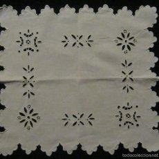 Antigüedades: ANTIGUA PIEZA - TAPETE DE LINO BORDADO RICHELIEU S. XIX. Lote 55915145
