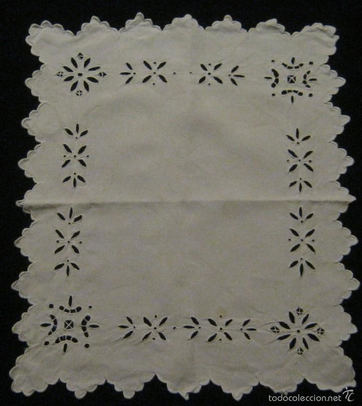 ANTIGUA PIEZA - TAPETE DE LINO BORDADO RICHELIEU S. XIX (Antigüedades - Hogar y Decoración - Tapetes Antiguos)