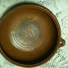 Antigüedades: CAZUELA VIDRIADA DE BARRO ANTIGUO. Lote 55928735