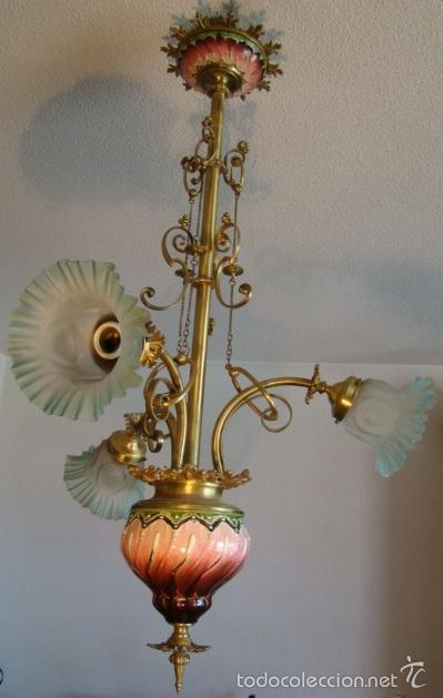 ANTIGUA LAMPARA MODERNISTA. BRONCE, LATON Y PORCELANA. EN FUNCIONAMIENTO (Antigüedades - Iluminación - Lámparas Antiguas)