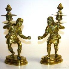 Antigüedades: PAREJA DE CANDELABROS DE UNA LUZ. BRONCE CINCELADO. ALEMANES? SIGLO XIX-XX. Lote 55954443