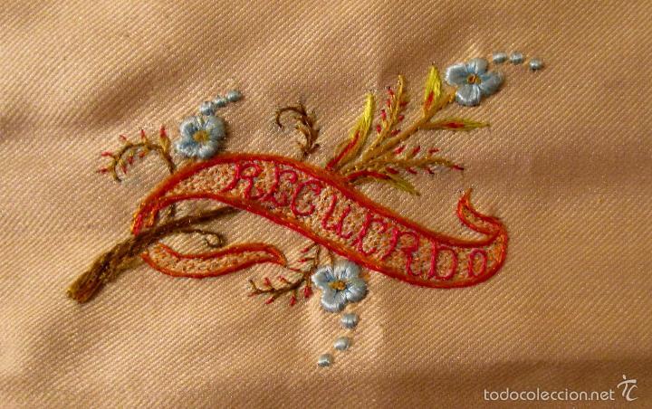 Antigüedades: Antiguo pañuelo de seda bordado casi en su totalidad. 35 cm de lado. S. XIX- Pps. XX - Foto 2 - 56027679