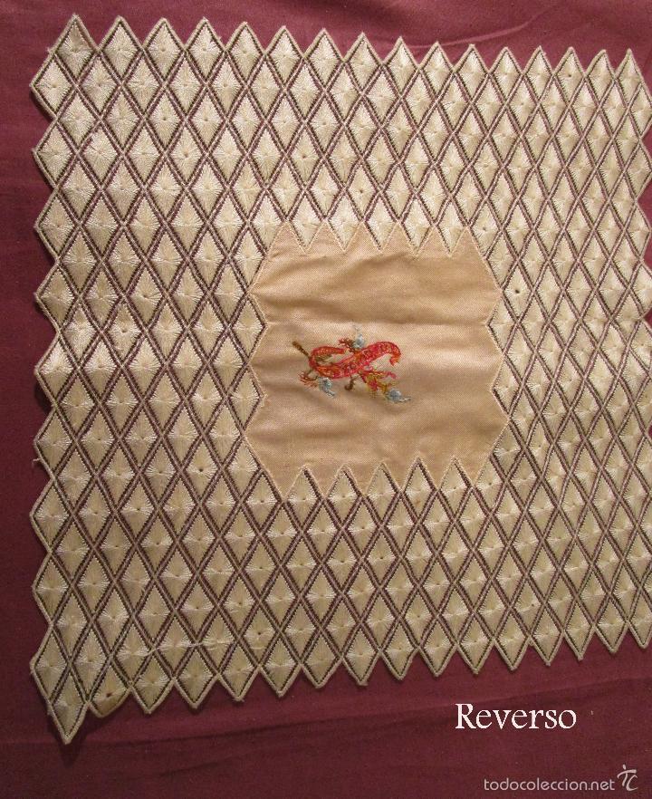 Antigüedades: Antiguo pañuelo de seda bordado casi en su totalidad. 35 cm de lado. S. XIX- Pps. XX - Foto 5 - 56027679