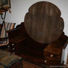 Antigüedades: BONITO TOCADOR ANTIGUO ART DECO, AÑOS 30, MADERA BUENA CHAPADA. Lote 56034891