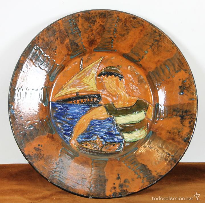 PLATO EN CERAMICA ESMALTADA. PUIGDEMONT. LA BISBAL. CIRCA 1960. (Antigüedades - Porcelanas y Cerámicas - La Bisbal)
