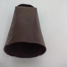 Antigüedades: ANTIGUO CENCERRO DE METAL, PARA GANADO, GANADERÍA. CAMPANO. SIN BADAJO. 11,5 X 6,5 CM. Lote 56053838