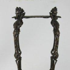 Antigüedades: MESITA O PEANA EN HIERRO ESMALTADO. SIGLO XIX.. Lote 56076788