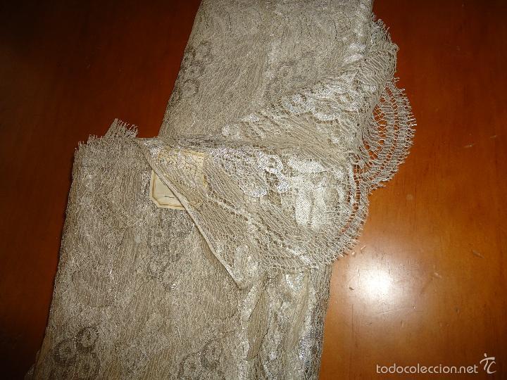 Antigüedades: ESPECTACULAR BLONDA FRANCESA ENCAJE 460X87 PLATA METALICA SOBRE BLANCO SEMANA SANTA VIRGEN TOCADO - Foto 6 - 56084109