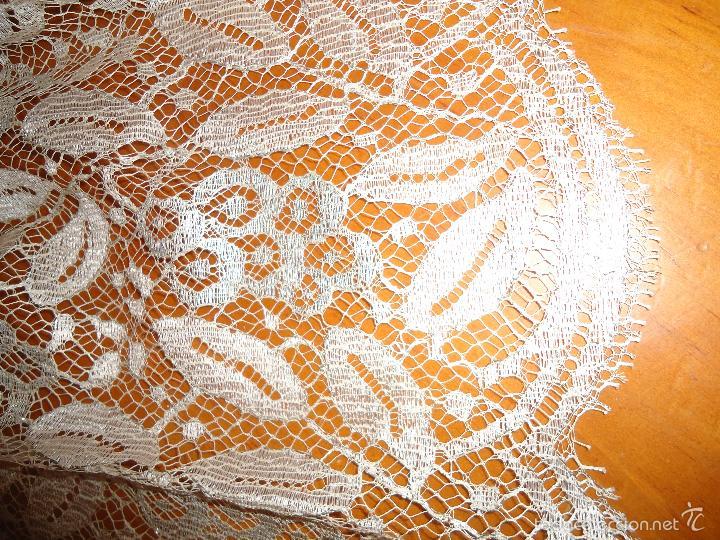 Antigüedades: ESPECTACULAR BLONDA FRANCESA ENCAJE 460X87 PLATA METALICA SOBRE BLANCO SEMANA SANTA VIRGEN TOCADO - Foto 20 - 56084109