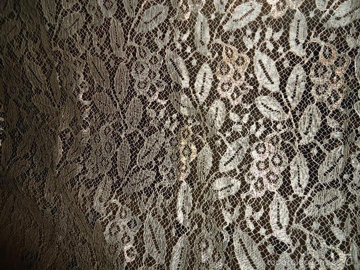 Antigüedades: ESPECTACULAR BLONDA FRANCESA ENCAJE 460X87 PLATA METALICA SOBRE BLANCO SEMANA SANTA VIRGEN TOCADO - Foto 34 - 56084109