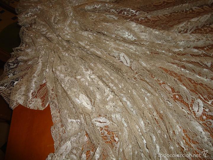 Antigüedades: ESPECTACULAR BLONDA FRANCESA ENCAJE 460X87 PLATA METALICA SOBRE BLANCO SEMANA SANTA VIRGEN TOCADO - Foto 42 - 56084109